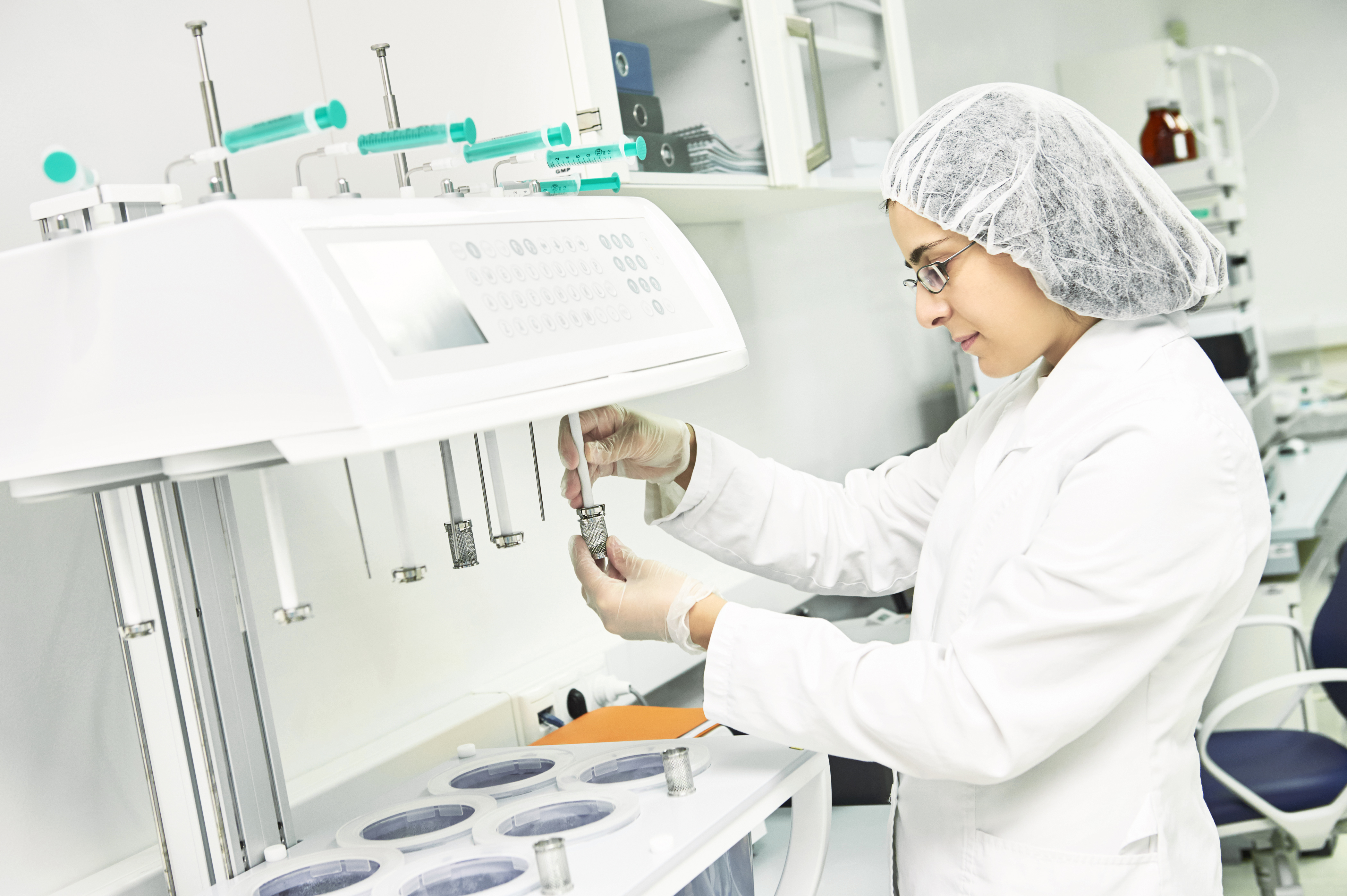 pharmaceutical-researcher-making-dissolution-test